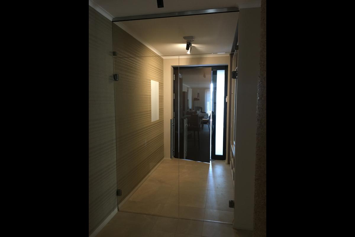 Üveg beltéri ajtó, Sándorfalva